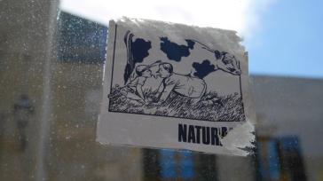 Une affiche vue dans la ville..